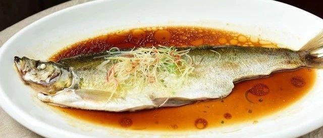 """这样的鱼看起来很""""新鲜"""",其实是加了柴油?吃了会中毒?大悟人千万别买"""