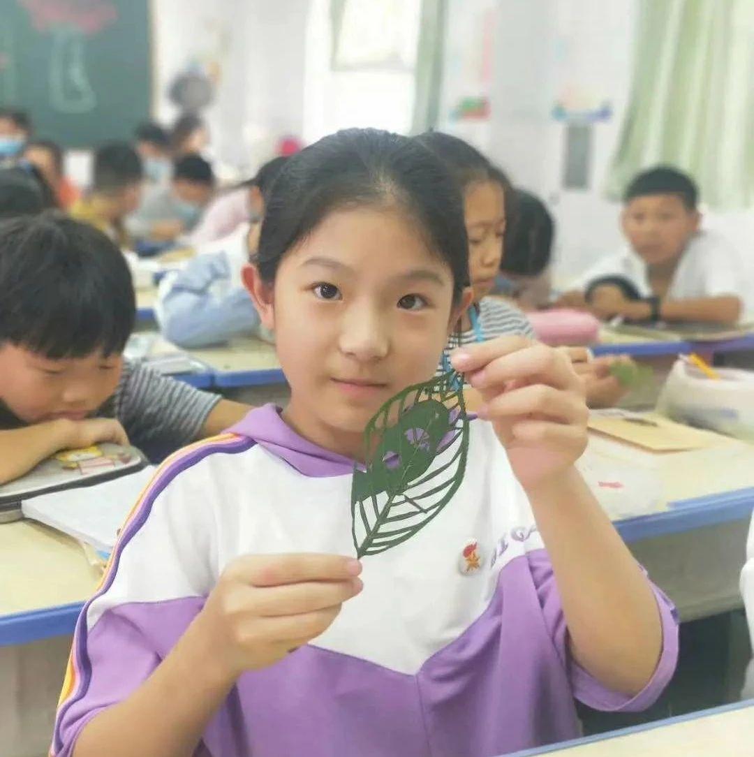 """新郑这个老师用树叶创造神奇的""""魔法""""......"""