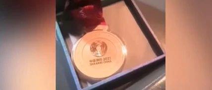西安一司机捡到全运会金牌误以为月饼!失主是...网友:真正的拾金不昧!