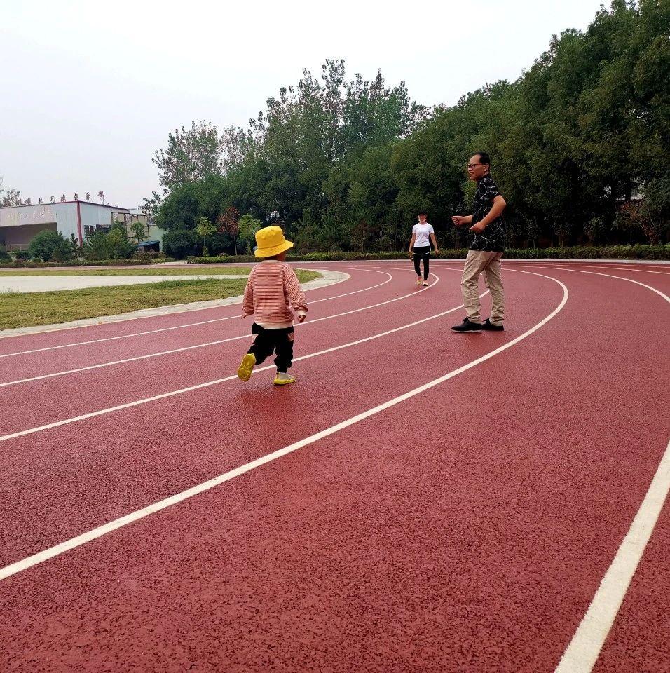 厉害了!潢川县体育中心塑胶跑道完工,还有你怀念的海盗船...