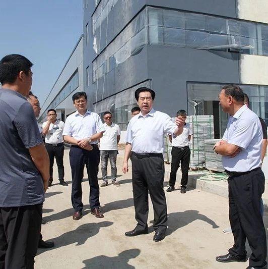 潢川县领导调研重点项目建设情况,涉及三小、纺织服装产业园等项目...