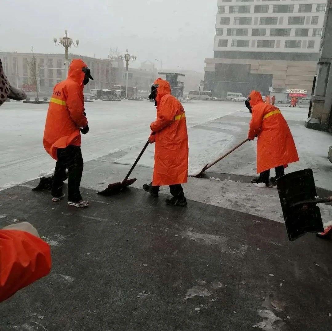 【城事】雨雪齐上阵,澳门金沙城中心城管洮北大队连夜清理