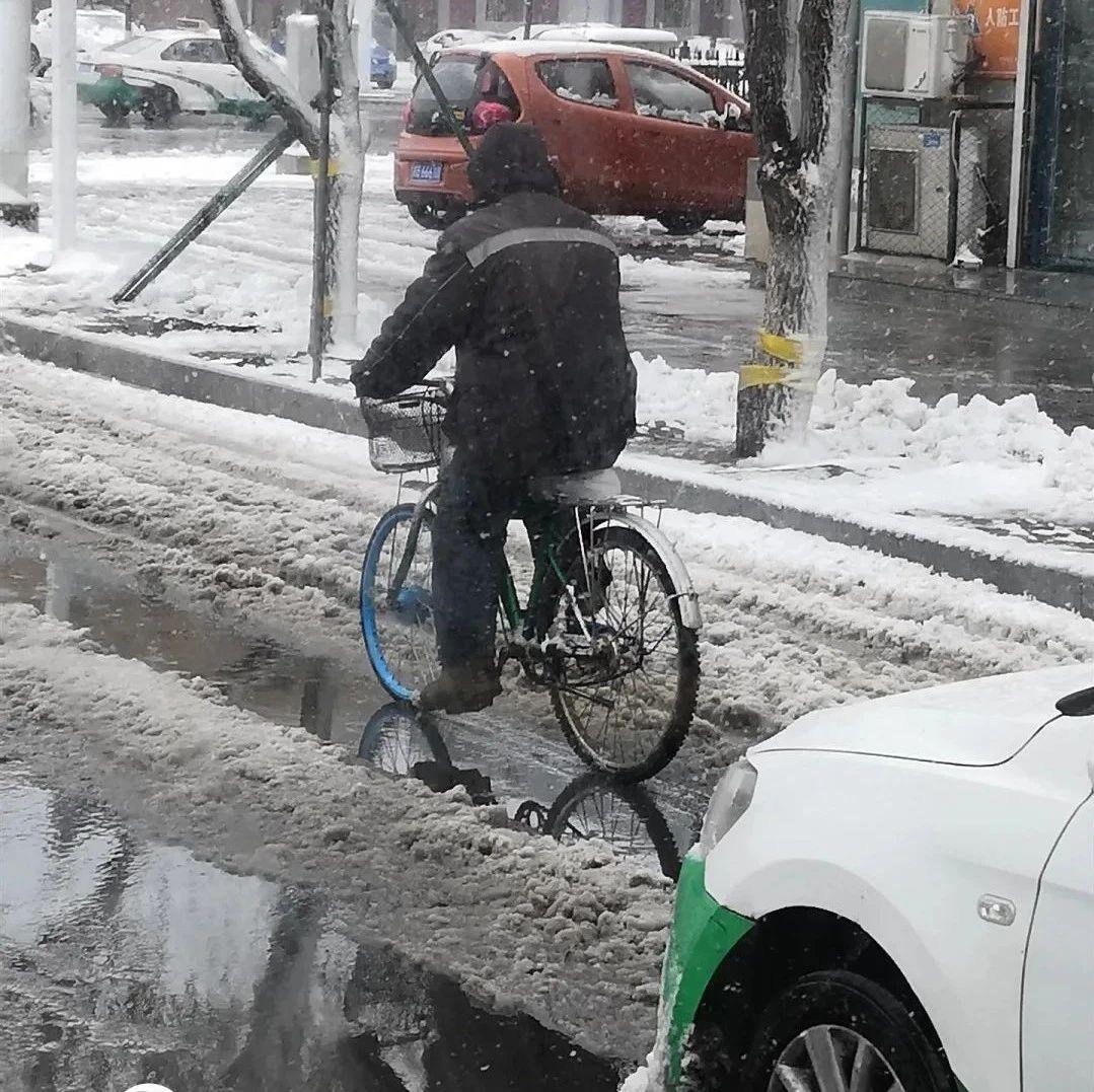 【城事】事件升级!!!澳门金沙城中心竟有人把共享单车大卸八块,把车胎占为己有还招摇过市!