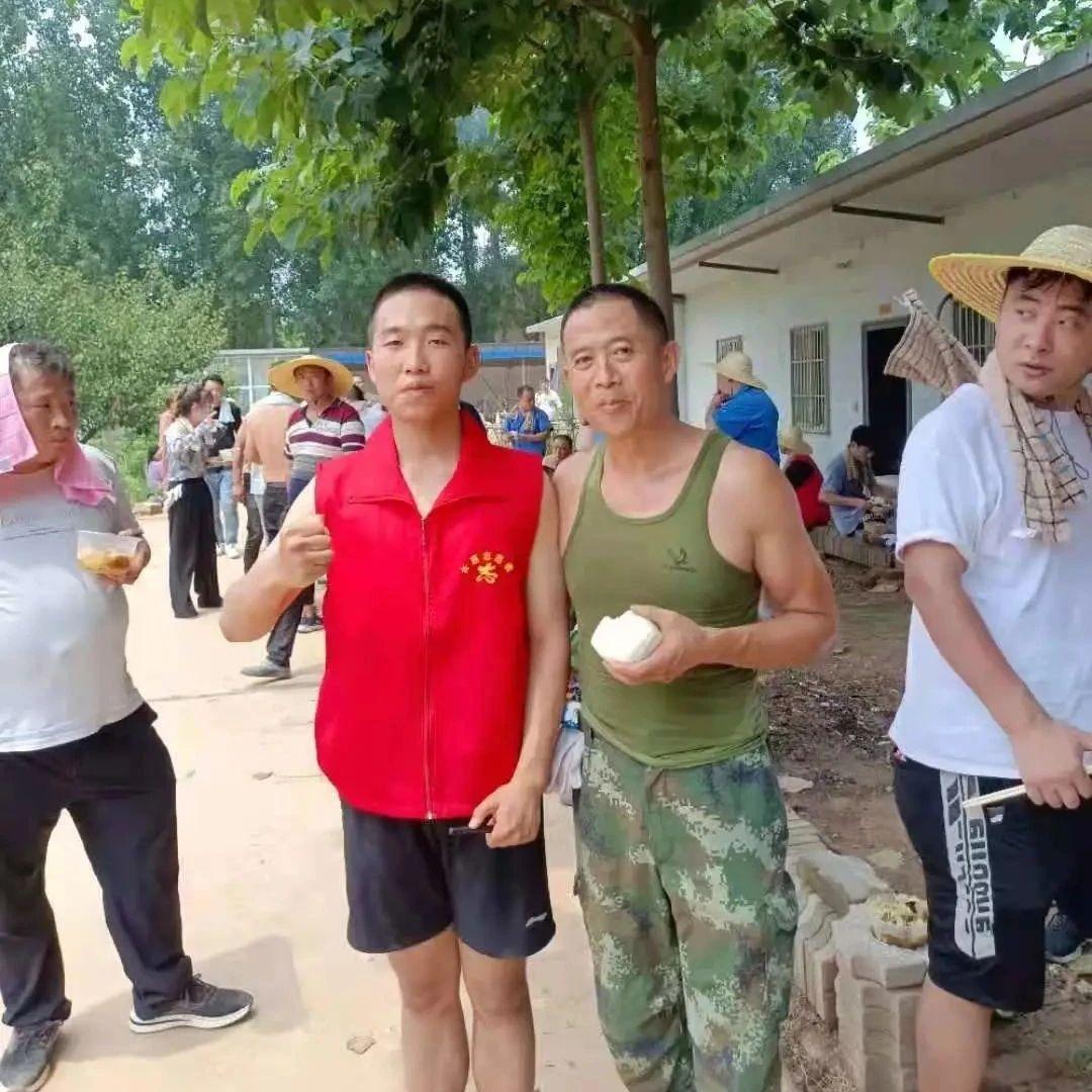 """周军涛、周万通:长葛抗洪一线""""最靓父子兵""""!"""