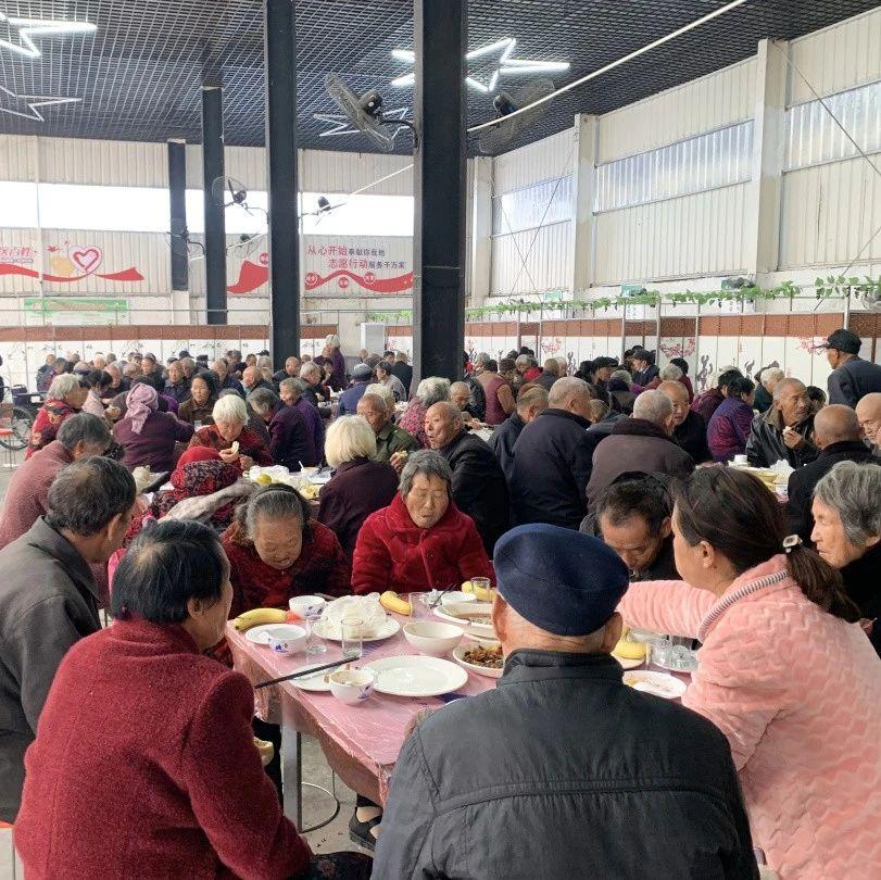 """长葛老城这村为200多位老人""""包桌""""吃大餐!"""