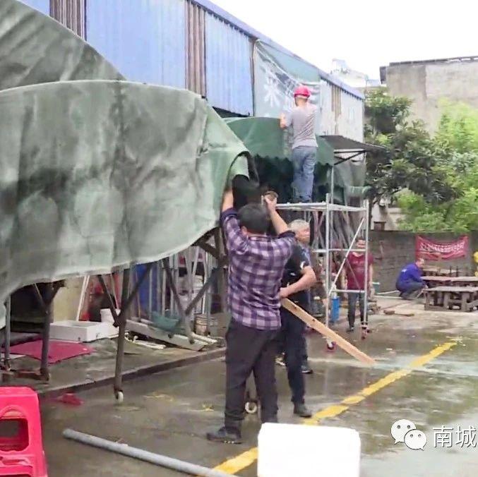 县城管局:重拳整治农贸市场周边环境