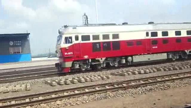 K7265次列车从澳门轮盘赌场站两道通过实况