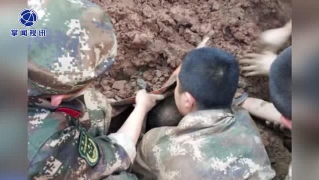 工地塌方两名工人被埋50多名武警徒手挖人