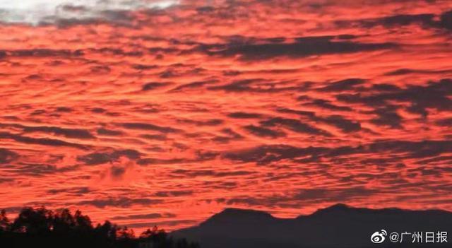 广东河源出现火烧云现象晚霞染红整个天际!