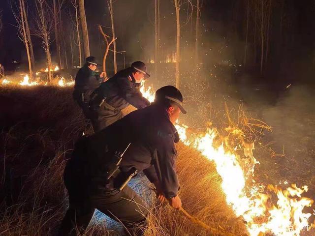 新密市公安局:民警救火暖人心冬季防火需牢记