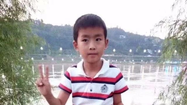 宜宾9岁娃儿失踪2天,衣服在河边被发现