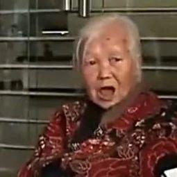 5万元存62年变50元,80岁老太砸坏银行玻璃门!
