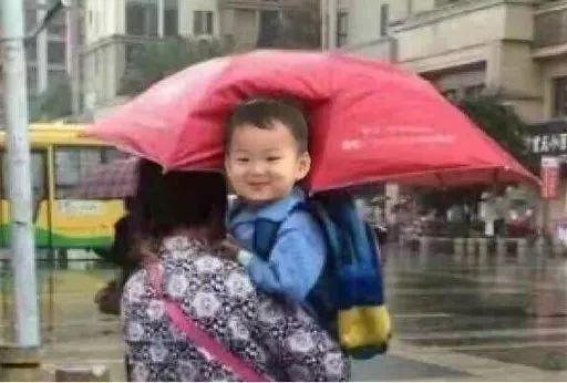 奶奶带孙子,看完不许笑!