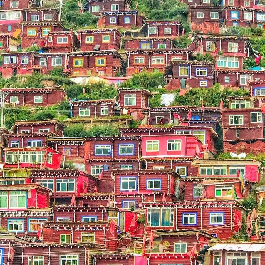 全球罕见的千百间红房子,相机只能拍出它20%的美