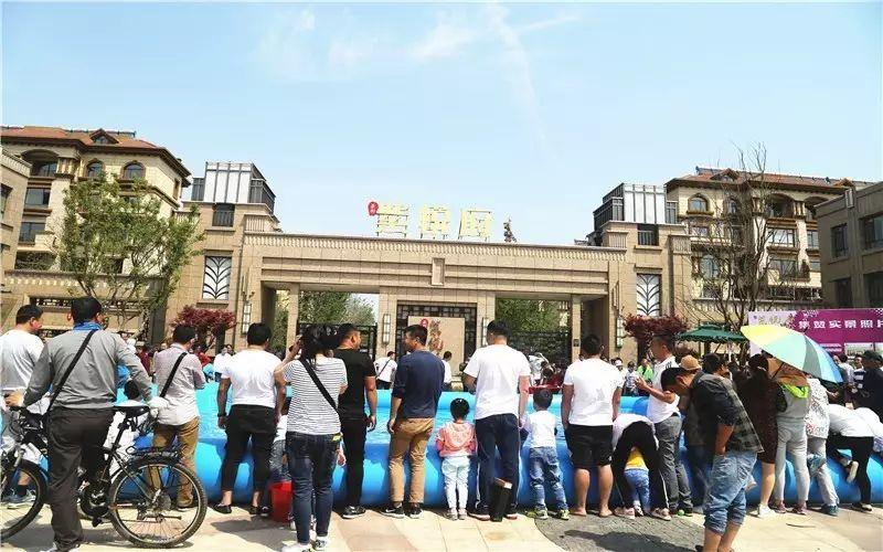昨天9:00-16:00五百多人在紫��府�T前撒�g�鹤ヴ~,有你�J�R的么?!