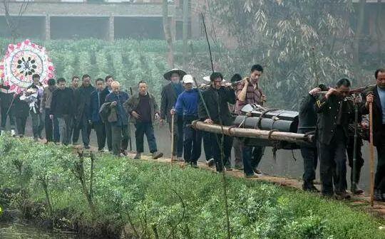 诡异!宜宾一老人喝农药死亡,留下不解谜团......