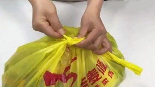塑料袋死结很难开,学会这招,5秒钟就能轻松搞掂