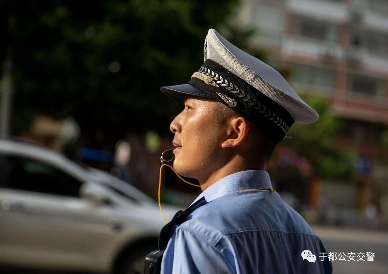 【�`行新使命忠�\保大�c】于都交警是�@�右蝗喝恕�…