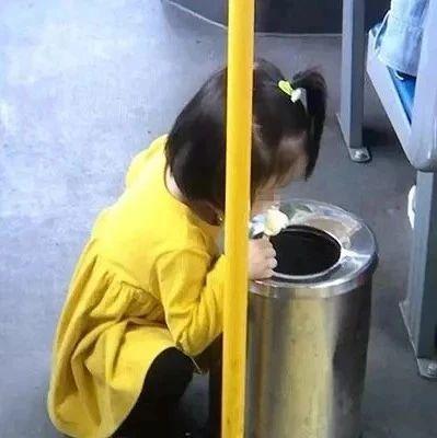 一组2岁小女孩照片刷爆朋友圈!网友:打肿多少人的脸