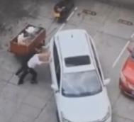 男司机倒库失败用手推车!让女司机笑话完了!|0926(语音版)
