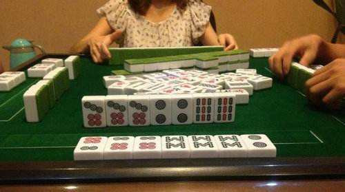 女子打麻将输掉七八十万!监控拍下这一幕…