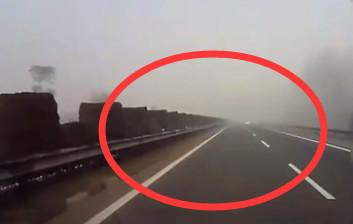 惊险!大雾天拍下的视频,都来看看吧...