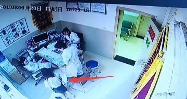 年轻姑娘一进医院就下跪,求免费做人流!手术后却立马翻脸…