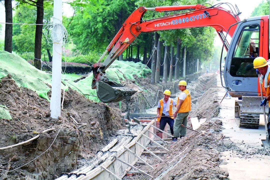 """""""�Z隆隆""""!信��@�l沿河景�^道路正在施工,�A�8月底通�"""