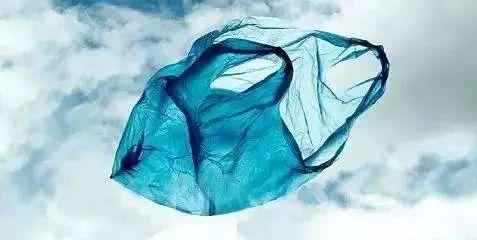神奇!终结者来了?这种塑料袋,用完泡水还可以喝!