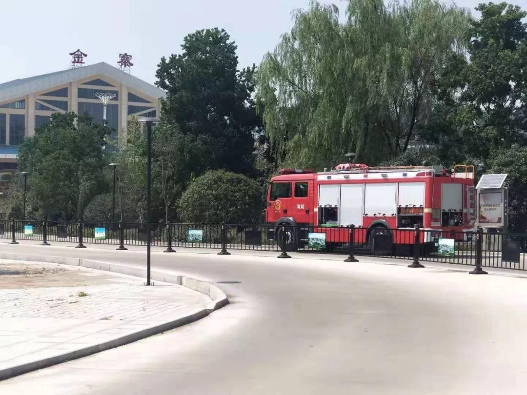 事发金寨火车站!6名消防队员用火攻处理…旅客纷纷叫好!