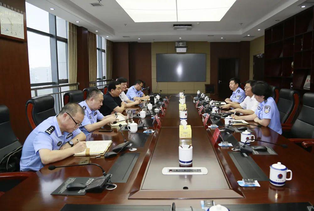省公安厅党委委员、郑州市副市长、公安局长马义中一行莅临我市调研指导公安工作