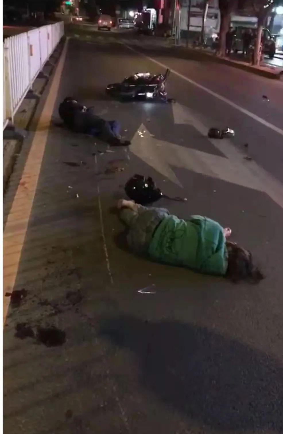 惠�一摩托�撞上�?吭诼愤�小�,一男一女�w出�凳�米,倒在地上......