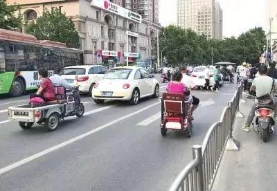郑州电三轮最近很尴尬无法登记上牌上路就被罚