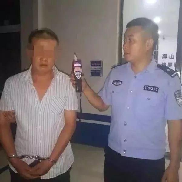 宜�e�@�煽谧硬坏昧耍�老公酒�{拒�^�z查,老婆咬��警察!