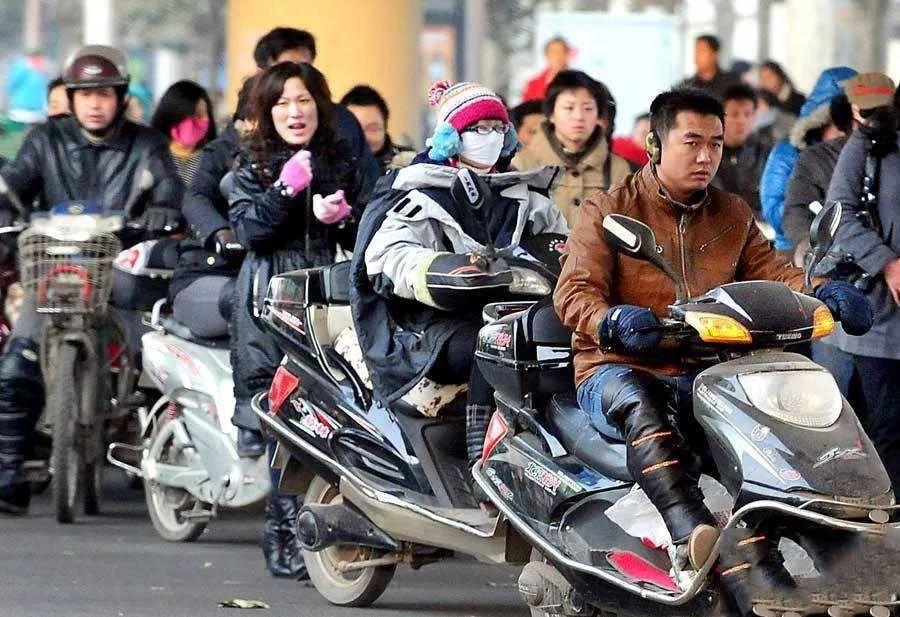 骑电动车也要考驾照了?!明年4月正式实施,违规重罚!
