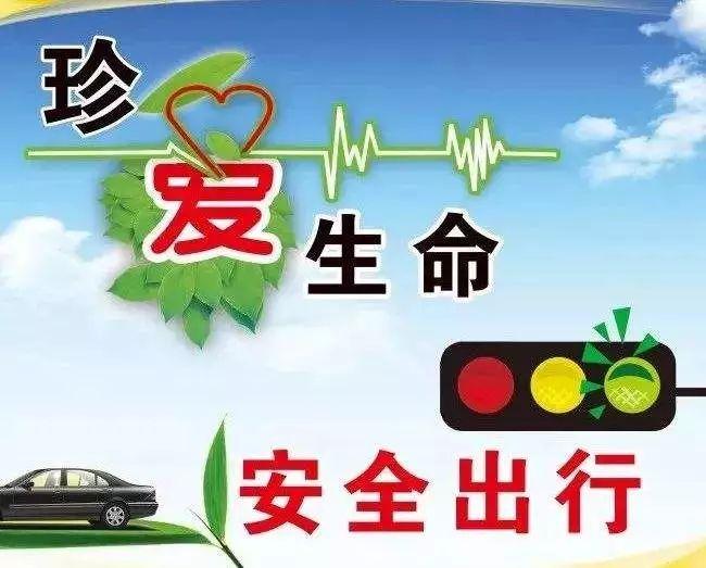 泸州仁和街一司机油门当刹车连撞多车,事故造成2人轻伤