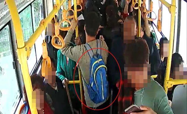 """两聋哑人公交车上""""摸包儿"""""""