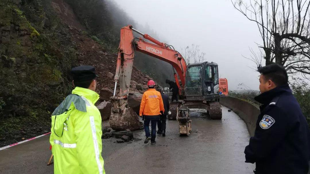 泸州叙赤路发生山体滑坡道路中断,预计12月26日恢复通行