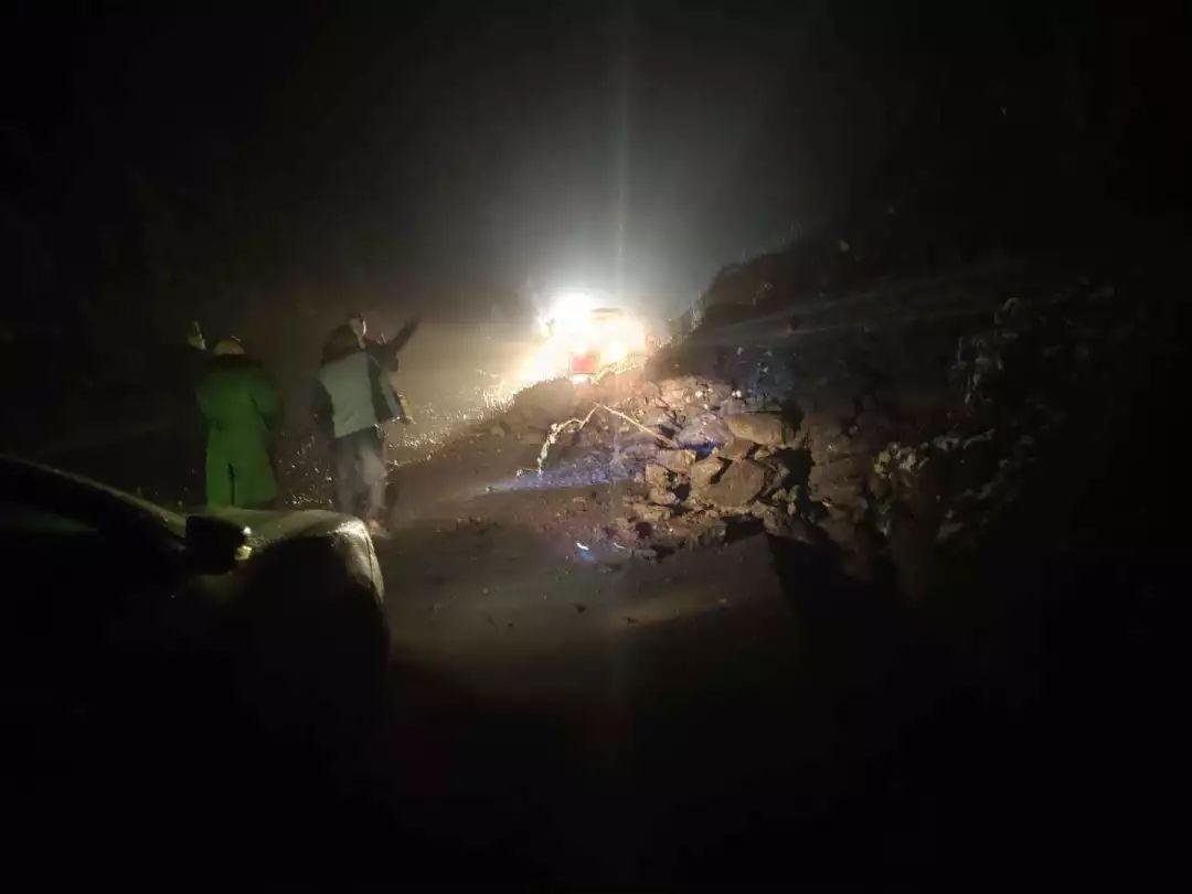 泸州市叙永县发生岩体坍塌,分水五桐洞已双向交通管制