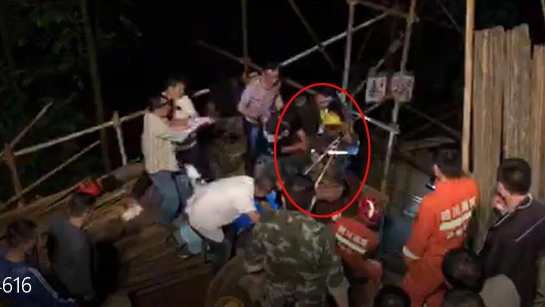 """泸州消防战士生死救援:""""我们挺得住,还能坚持!"""""""
