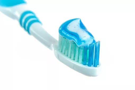 牙膏越贵越好?别花冤枉钱!知道真相的我…