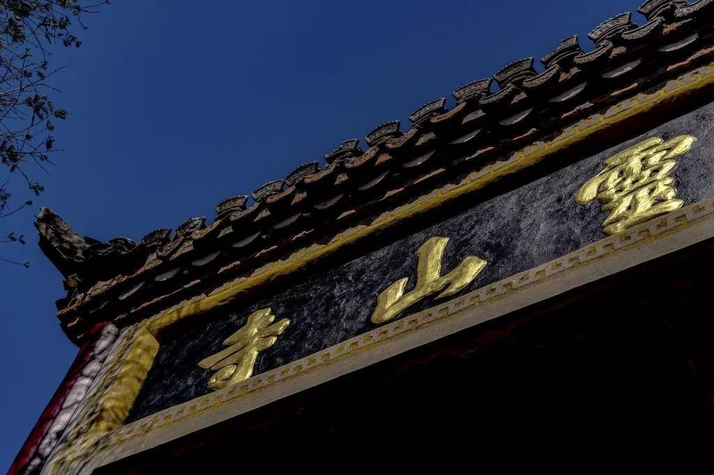 金寨大�`山:沿�u千年的十五�R��今年�雒娌灰话�