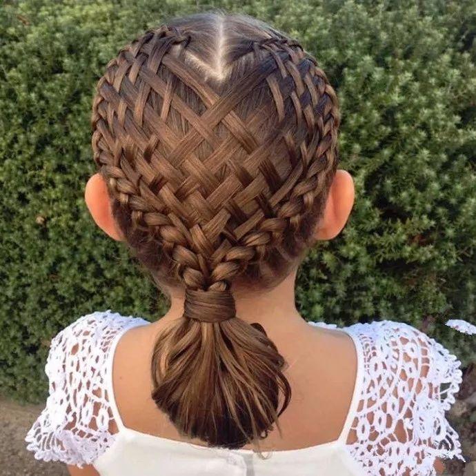 一妈妈给女儿设计发型,给这手艺跪了...