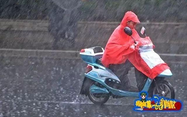 小电电一族注意!雨天电动车20秒自燃!