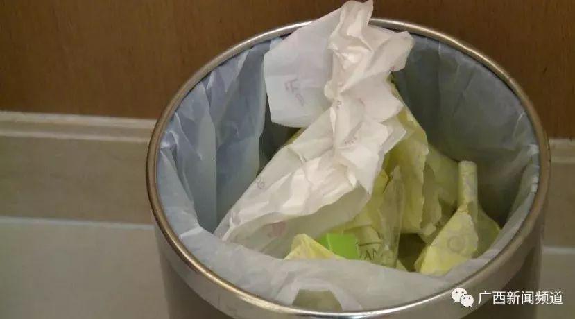 吐了!五星级?#39057;?#28903;水壶里竟然有卫生巾,还用过?!网友都怒了