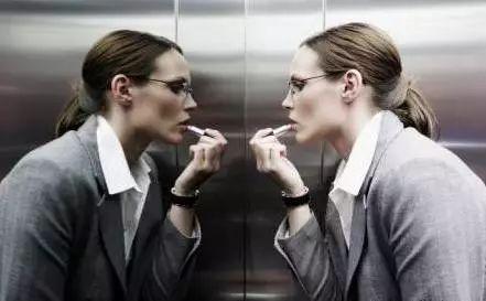 电梯里为什么放镜子?90%的人都不知道…