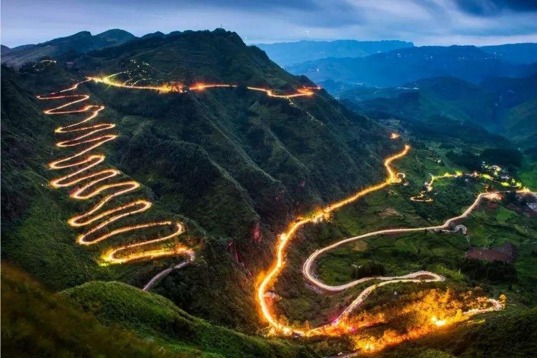 """泸州竟藏了一条高颜值公路!堪比贵州""""二十四道拐""""!"""
