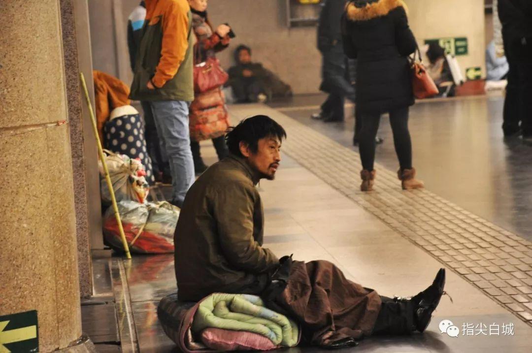 【城事】寒冬送温暖,救助流浪乞讨人员!白城救助站在行动……