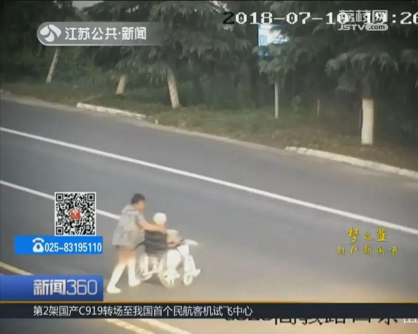 7秒惊心!女子推母亲横穿马路,老人一回头女儿不见了!