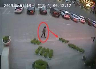 """【城事】监控曝光!白城宾馆门前惊现""""盗贼""""?光天化日竟敢...整个过程已被拍下!"""